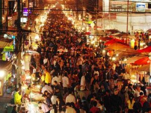 1529b-marche-pietonnier-du-dimanche-sunday-night-market-walking-street